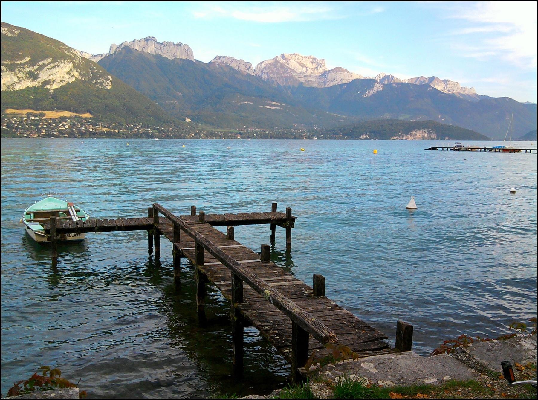 Ponton en T du lac d'Annecy, à Sevrier