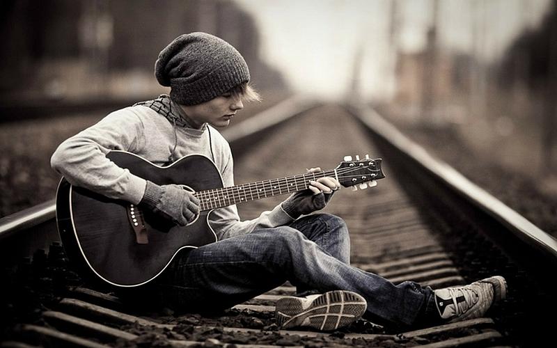 alone guitarist