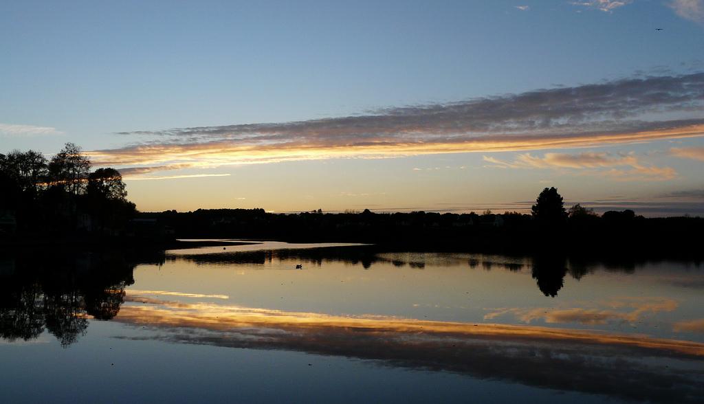 Huelgoat. Le soir, au bord du lac.